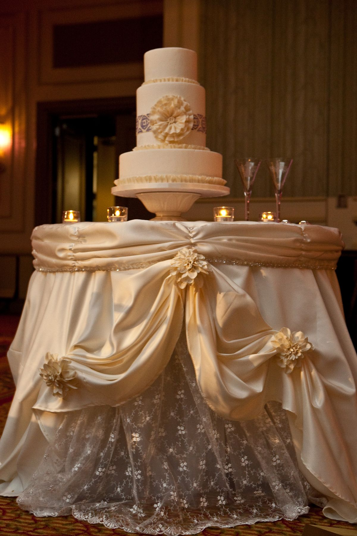 Table Decor And More The Gorgeous Cake Table Linen Was Made To Resemble The
