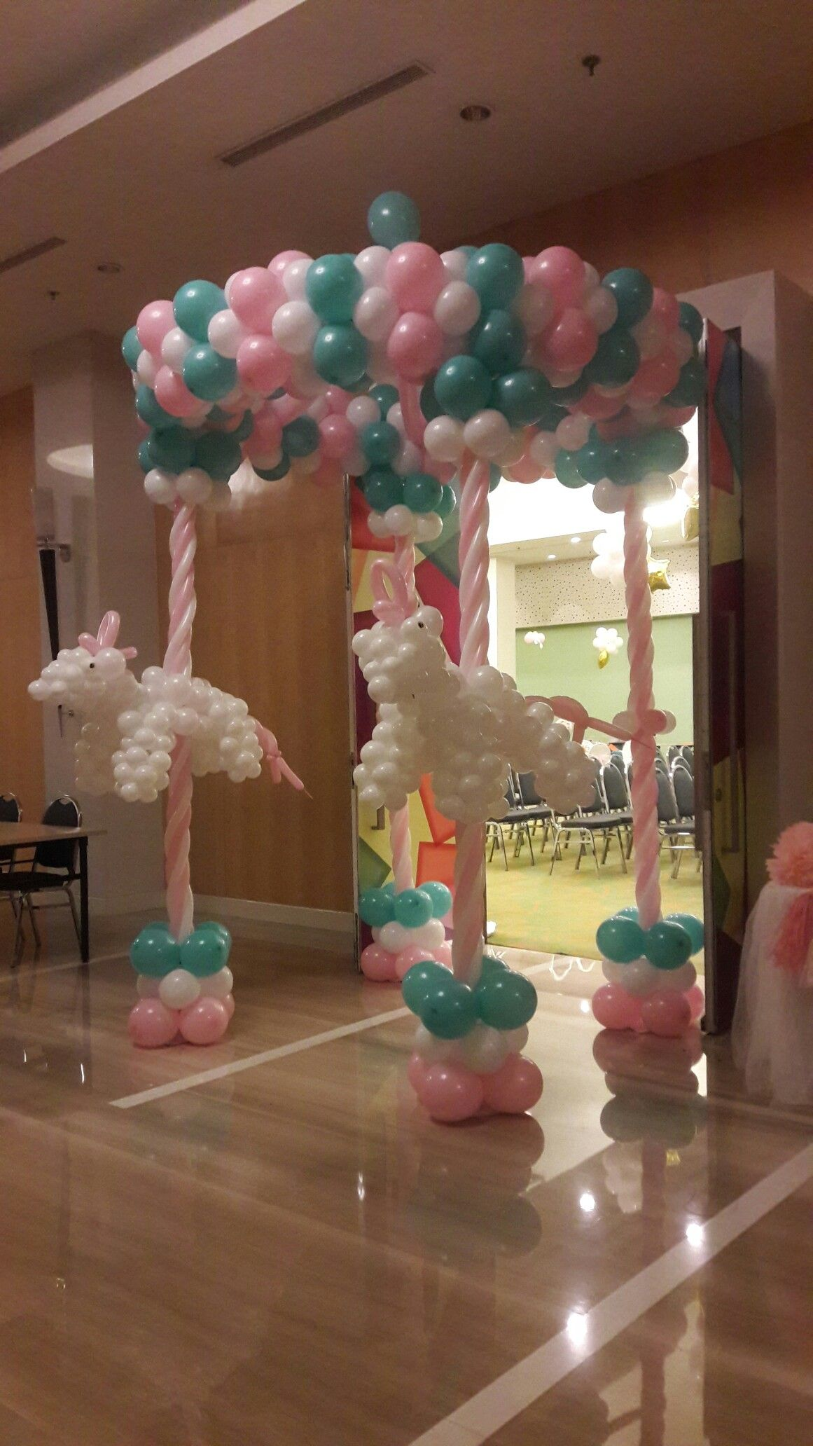 Princesa Salon Carousel Gate Arreglos D Salon D Fiesta Pinterest