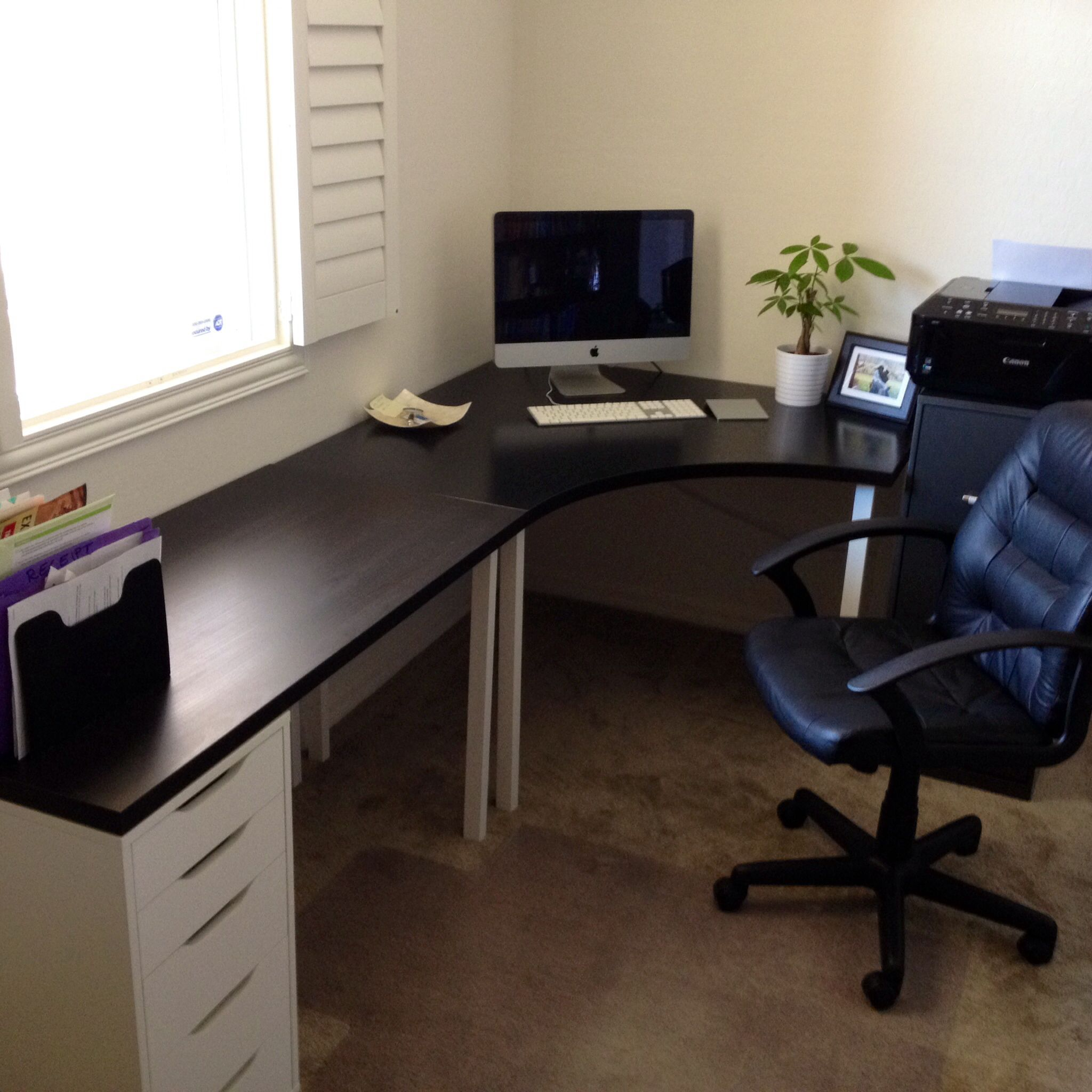Home Office. Ikea desk.