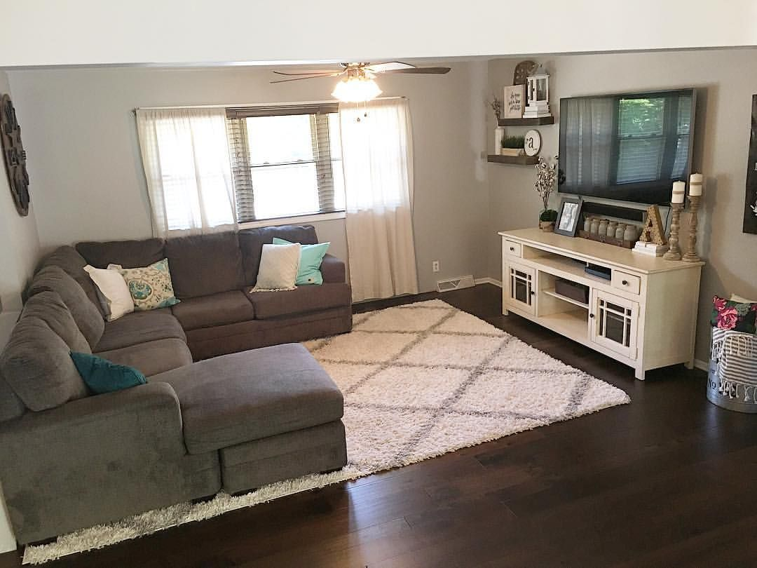 Farmhouse decor, farmhouse style, living room decor, split