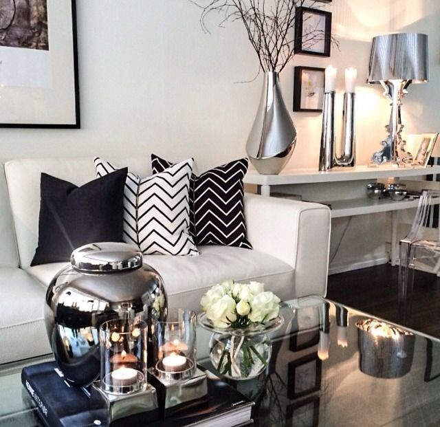 Decorating advice Elements of modern glamour White pillows - black and white living room decor
