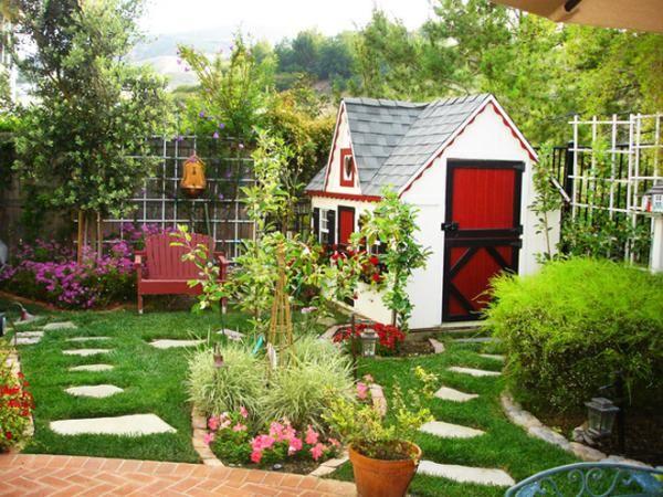 Garten gestalten gartenhaus steinplatten im rasen - garten gestalten bilder