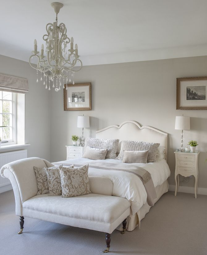 A classic chaise longue in a guest bedroom #interiors - spare bedroom ideas