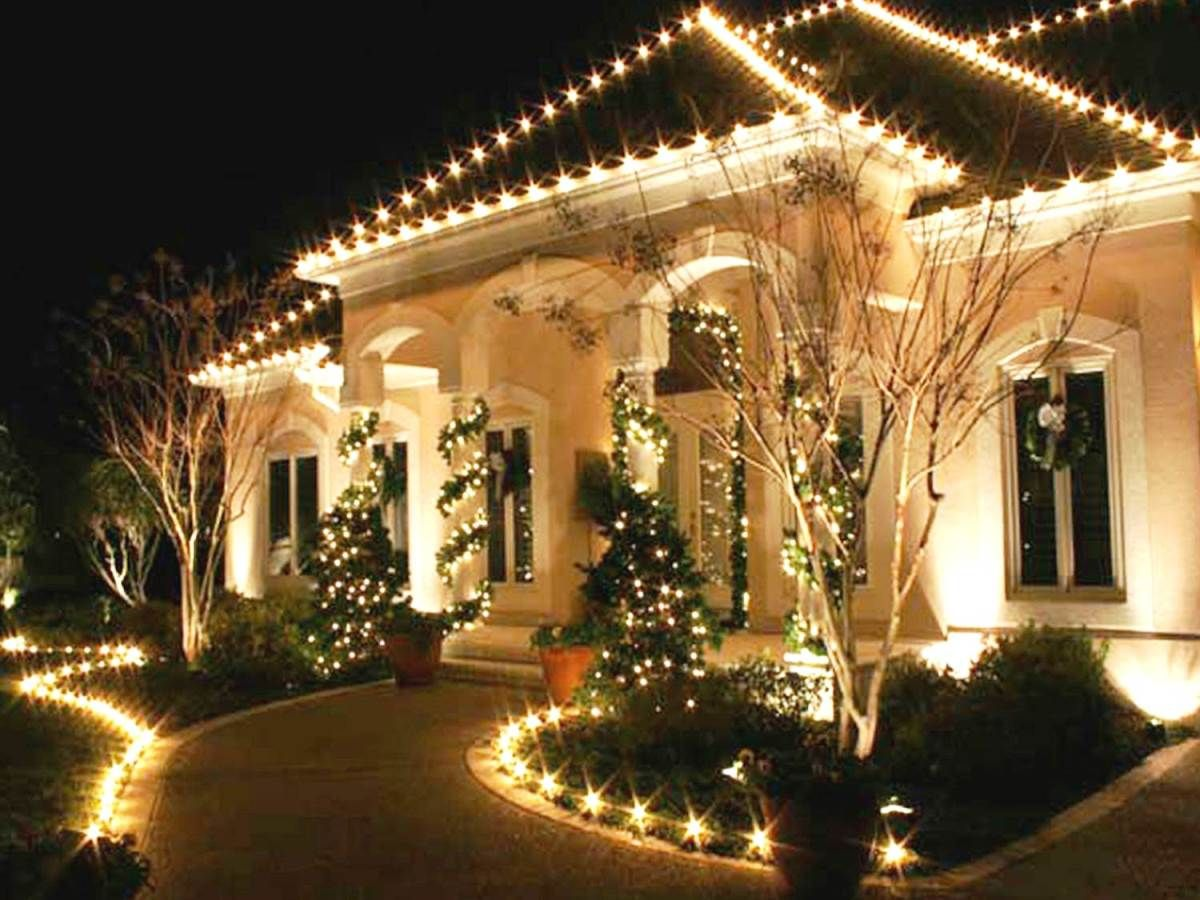 We have this cute idea for an outdoor christmas decoration that makes use of christmas lights