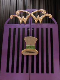 willy wonka party ideas: entrance gate | Party Theme ...