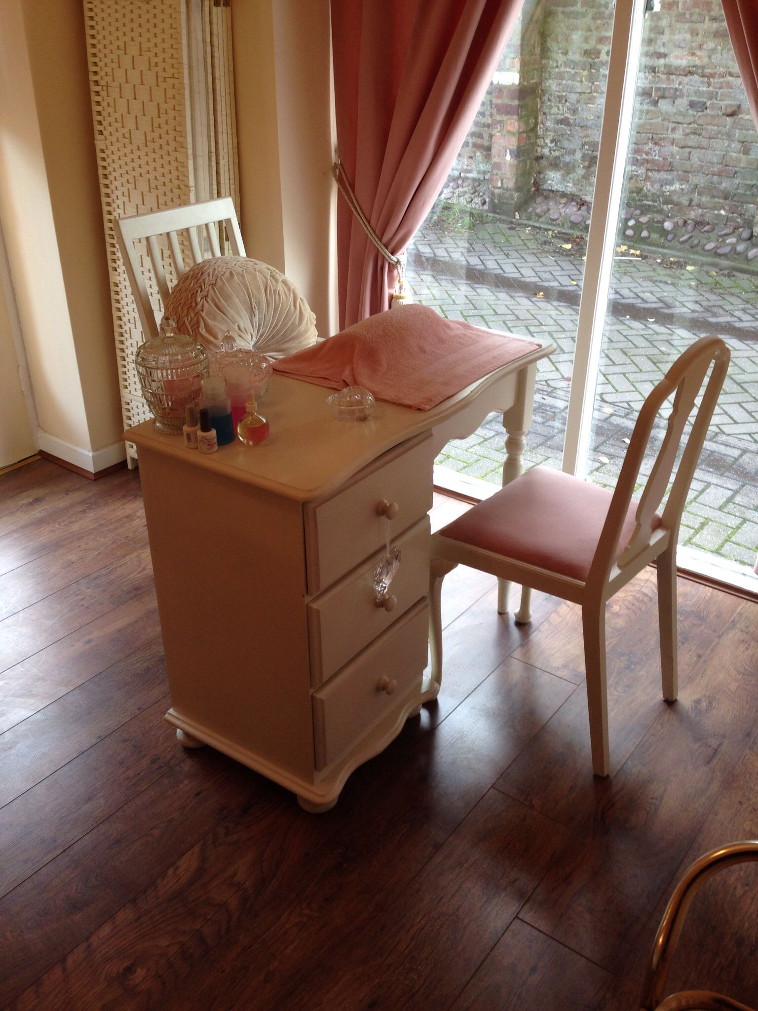 Diy Nail Desk Minnie 39s Beauty Nail Station Esthetics And Nails