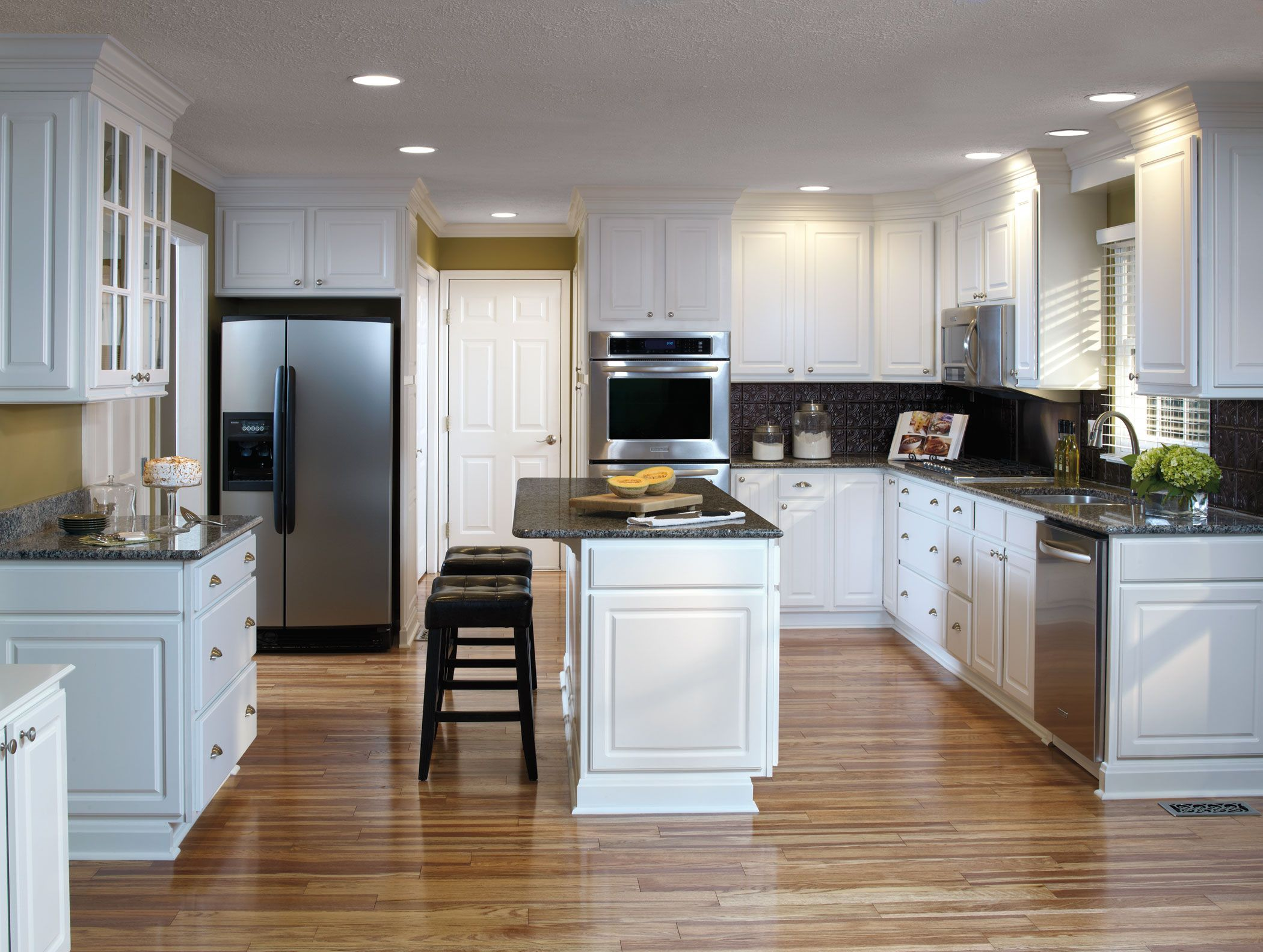 Thermofoil Kitchen Cabinets Versatile Looks And Easy Care Durability Meet In