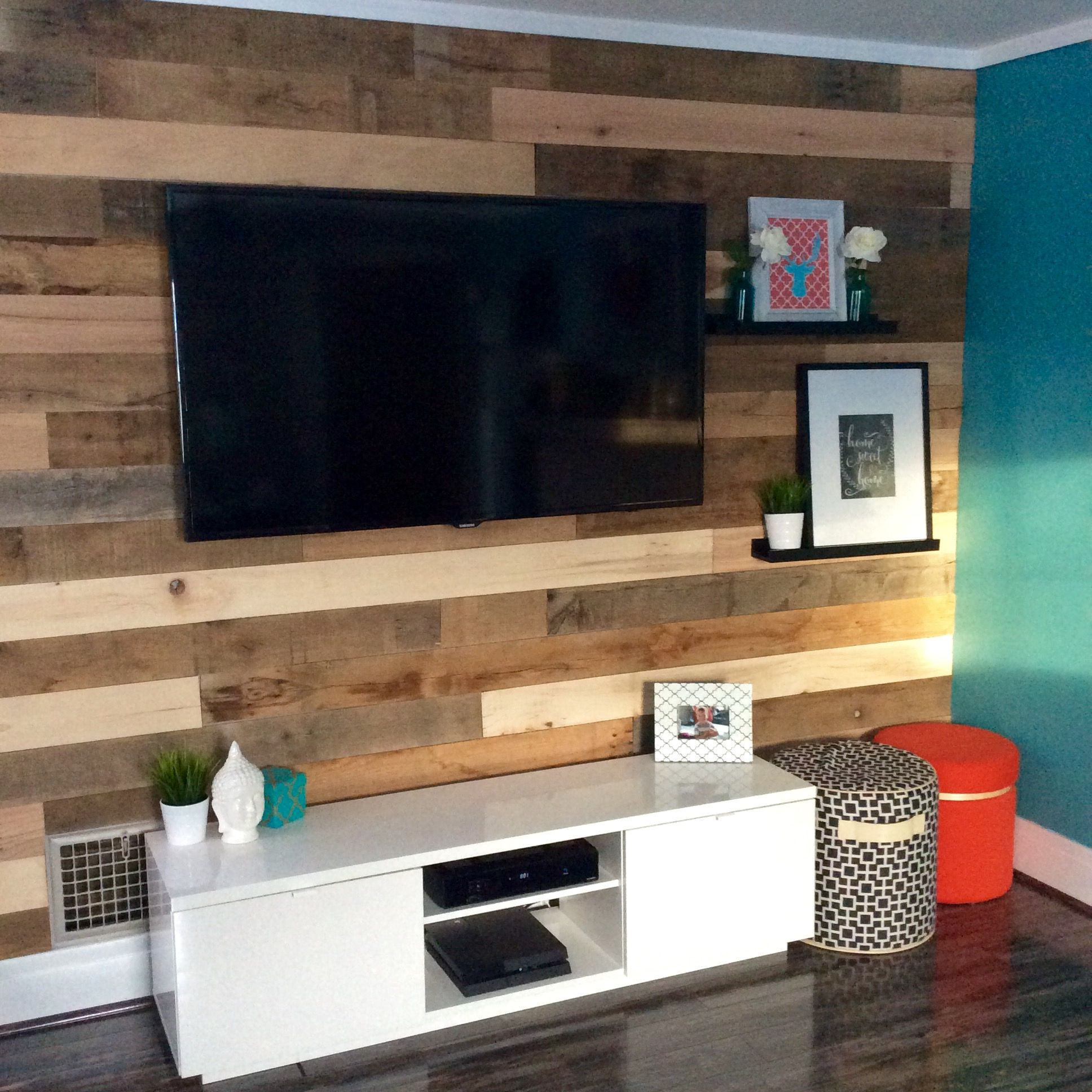 Wooden Wall Tv Mount Hgtv Reclaimed Wood Wall Tv Wall Mount Pallet Wood
