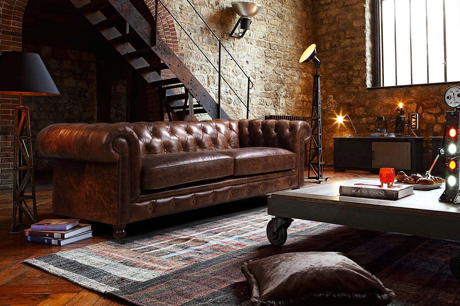 Deco Salon Chesterfield Kensington Chesterfield Leather Sofa By Rose And Moore In An