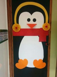 Puerta decorada de pingino Penguin door decoration