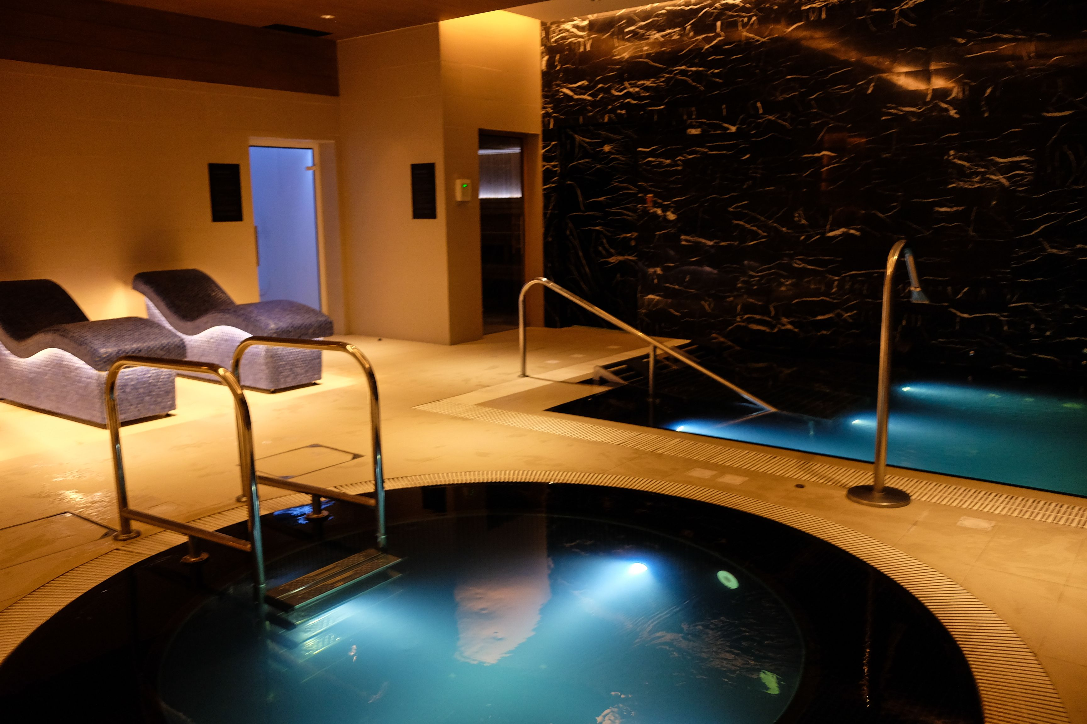 Zen Jacuzzi Pool With Exclusive Lounge Ultimate Relaxation At Kerry Sports Steam Room Sauna