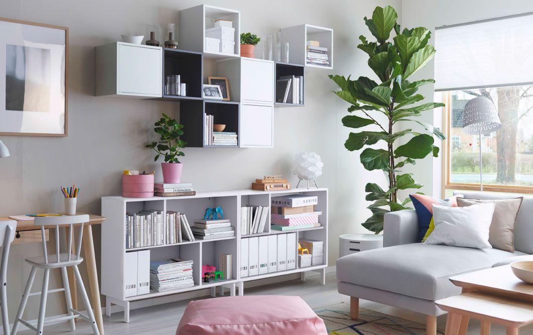Ein helles Wohnzimmer u a mit VALJE Regalen und Wandschränken in - ikea wohnzimmer weis