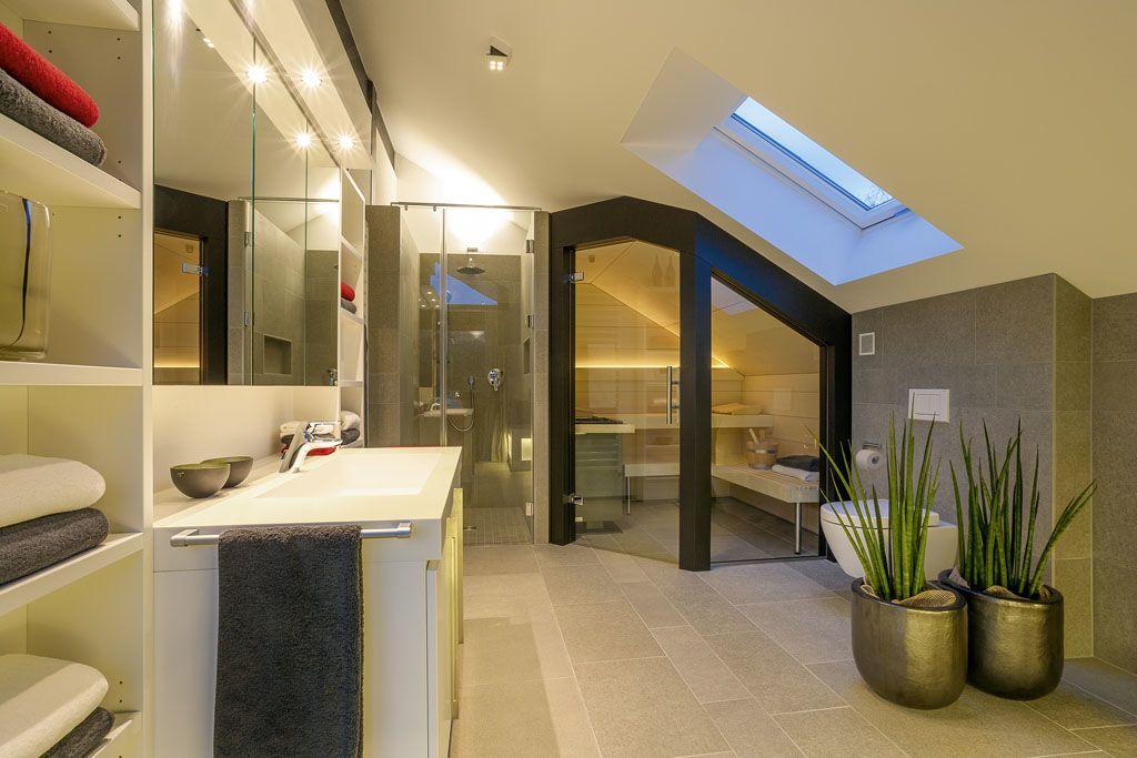 HUF Haus Bad direkt unter dem Dach mit Sauna Fachwerk von HUF - badezimmer mit sauna