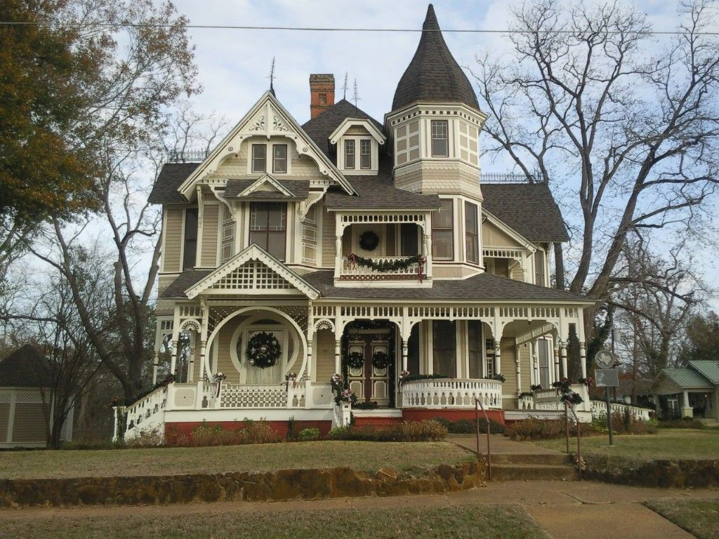 Victorian Farmhouse Architecture Victorian Home Decorated For Christmas Queen Anne