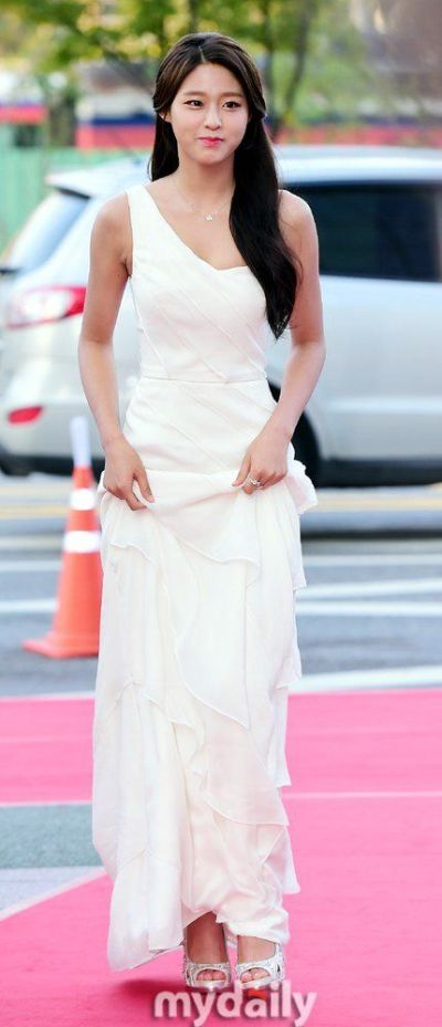 [Photos] Seolhyun VS UEE on the Red Carpet @ HanCinema ...