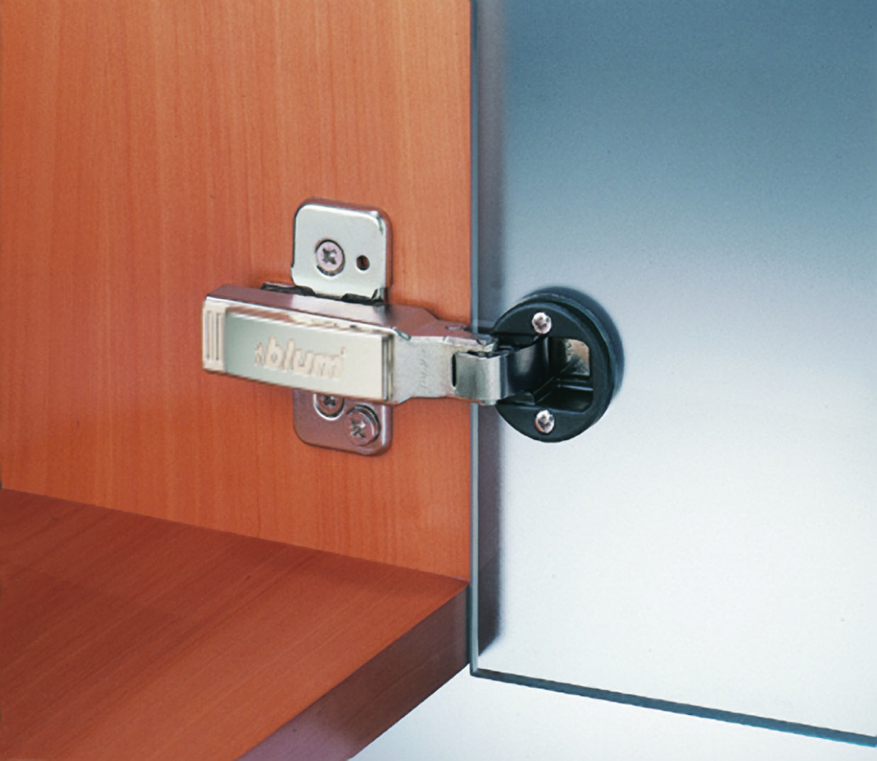The 75t4100 clip top 95 degree glass door hinge by blum is for glass thickness of