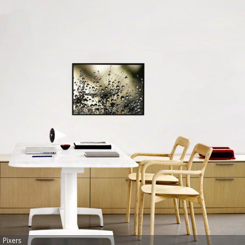 Das Arbeitszimmer Ist Mit Modernem Sideboard, Weißem Arbeitstisch   Das  Moderne Sideboard Stil Design