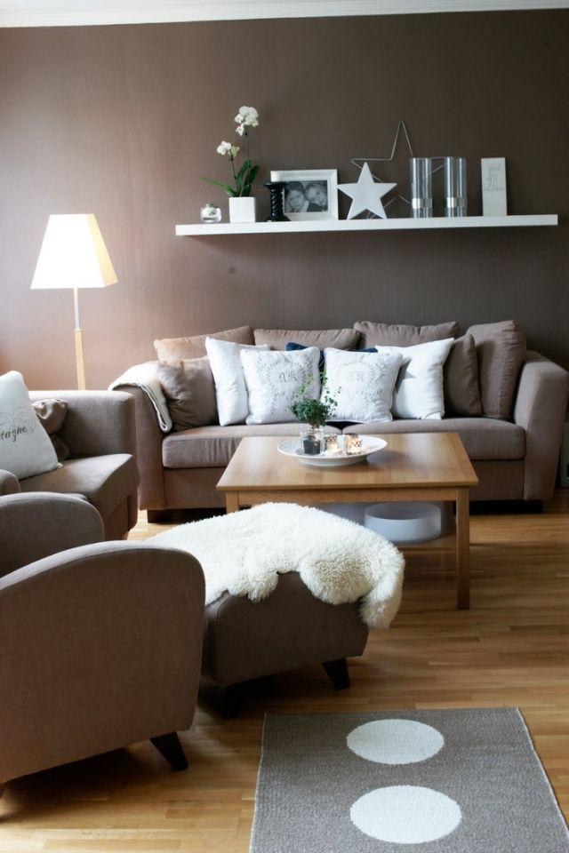 Wohnzimmer Modern Einrichten Wandfarbe Braun Weisse Akzente   Kuchen Design