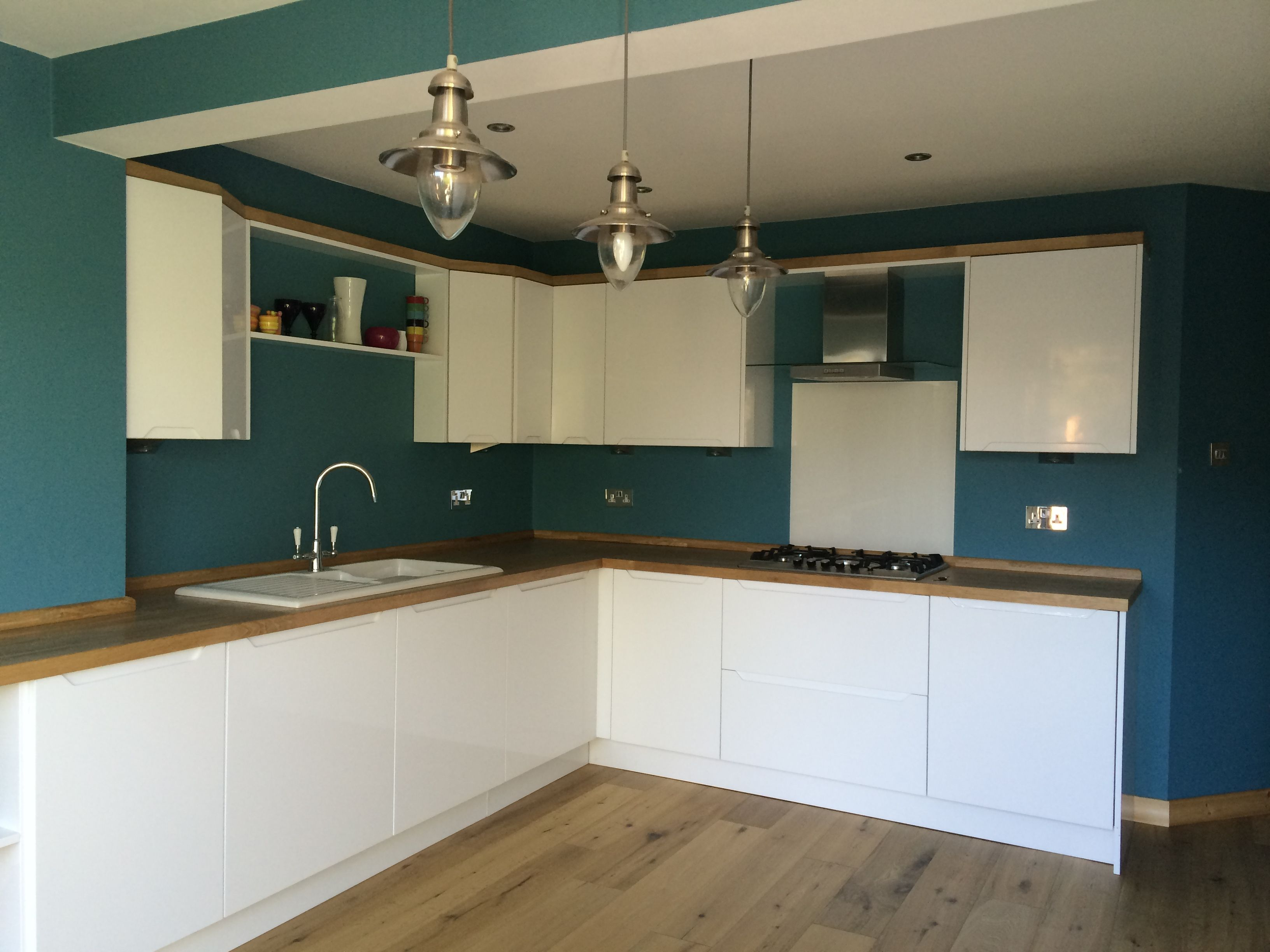 Howdens Kitchen Base Cabinets This Lovely Kitchen Has High Gloss White Handless Doors