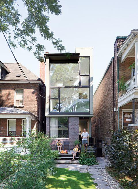 Ein kleines Stadthaus mit großer Fensterfront #KOLORAT #Haus - warentest fassadenfarbe