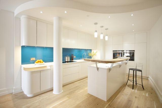 Küche Wandgestaltung - Glas Spritzschutz in knalligen Farben - kuchenwandgestaltung ideen fliesen glas