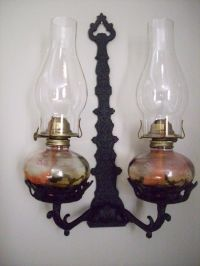 Vintage antique cast iron oil lamp holder/wall sconce w ...