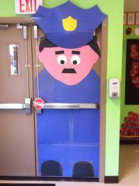 I was looking for a door decoration for comm. helpers ...