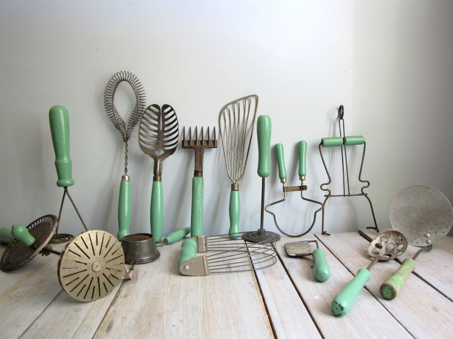 Vintage Küchengeräte Old Kitchen Tools With Lovely Jadite Green Handles