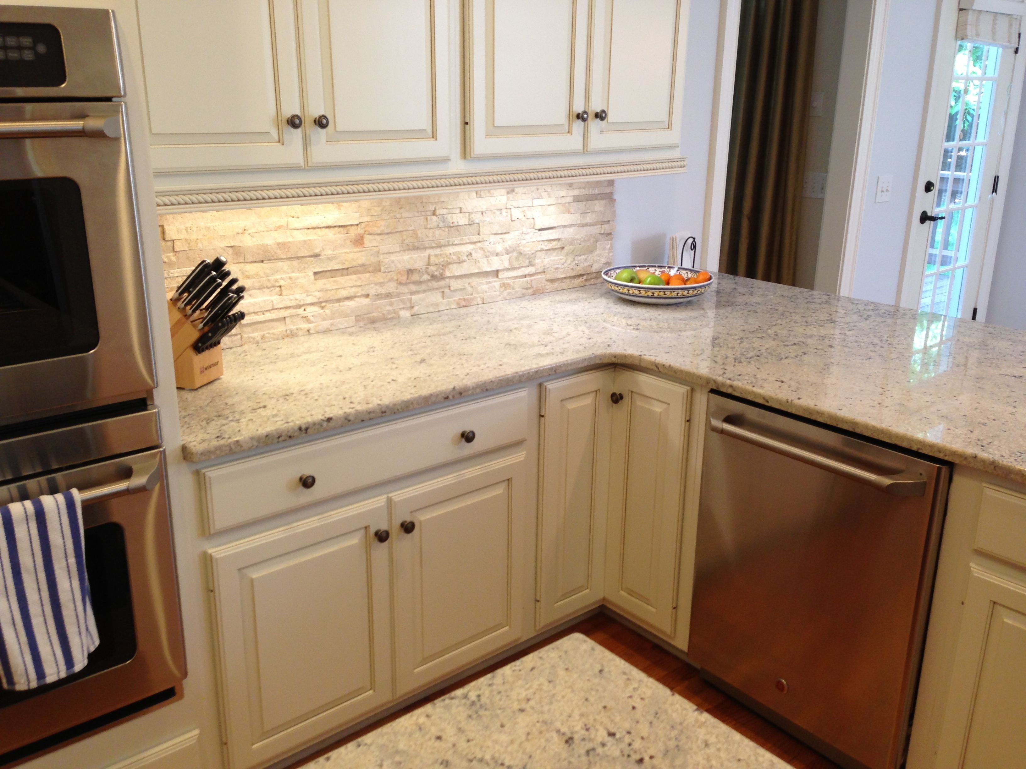 Backsplashes For White Kitchens Travertine Backsplash With Bone White Cabinets And Crema