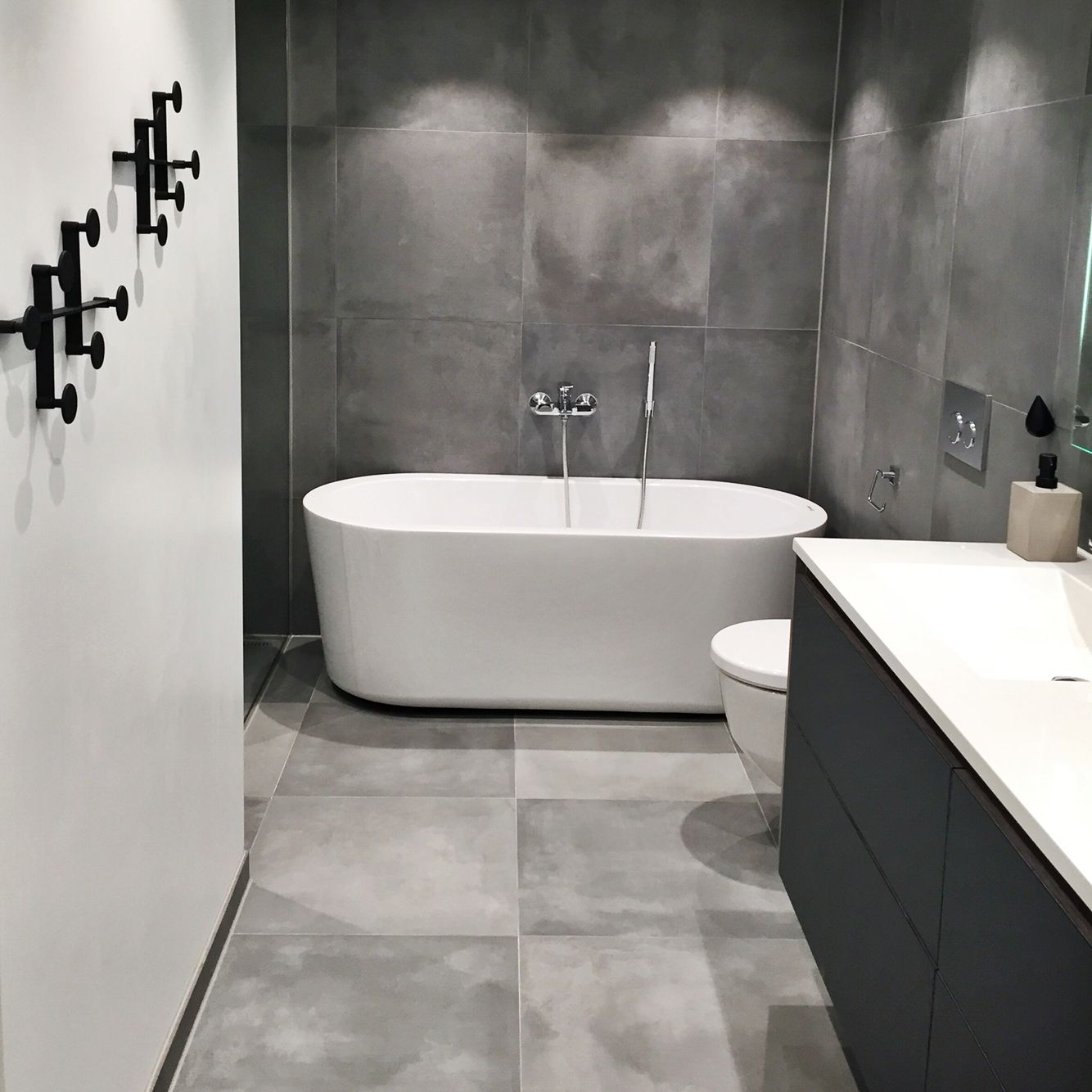 Grey Floor Tiles Bathroom Bathroom Grey Cement Tiles 60x60 Pinteres