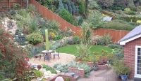 sloped garden ideas unusual sloping gardens projects ...