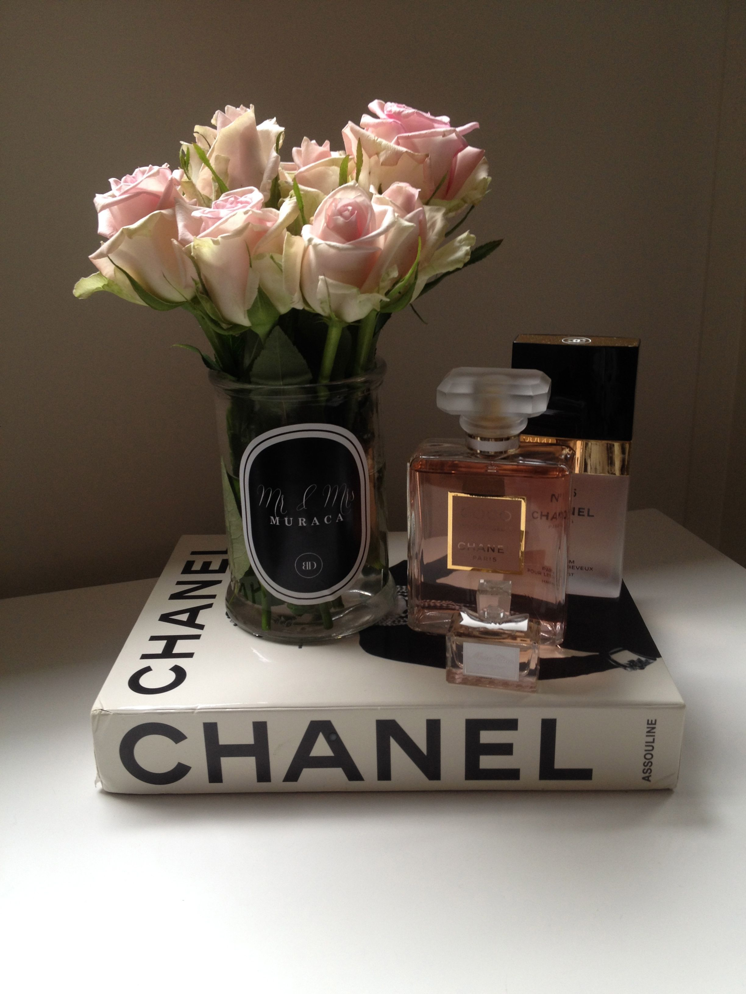 Livre Chanel Deco Pink White Roses Chanel Book Chanel Madam Mademoiselle