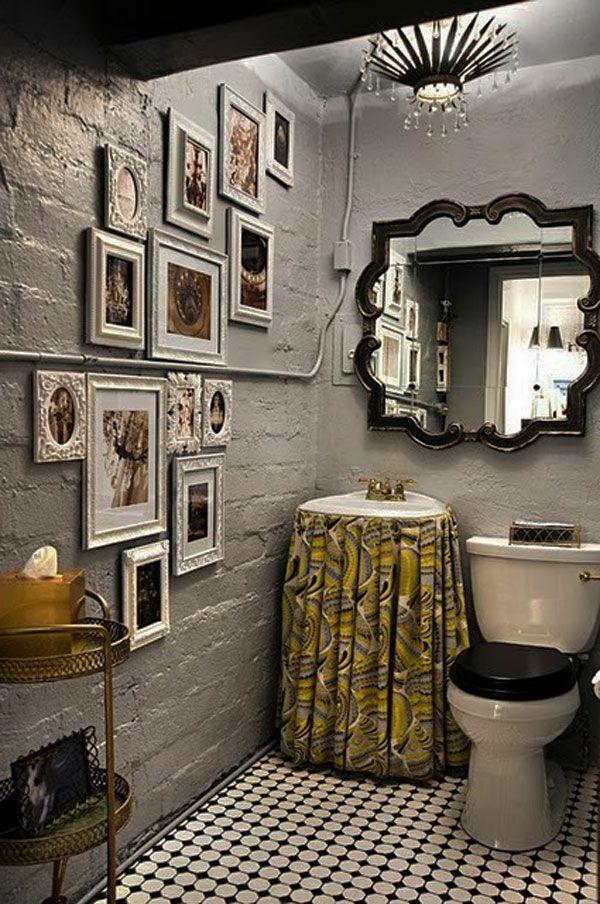 Modernes Baddesign Mit Einem Luxus Spiegel Interessanter Form Und   Badezimmer  T Wand
