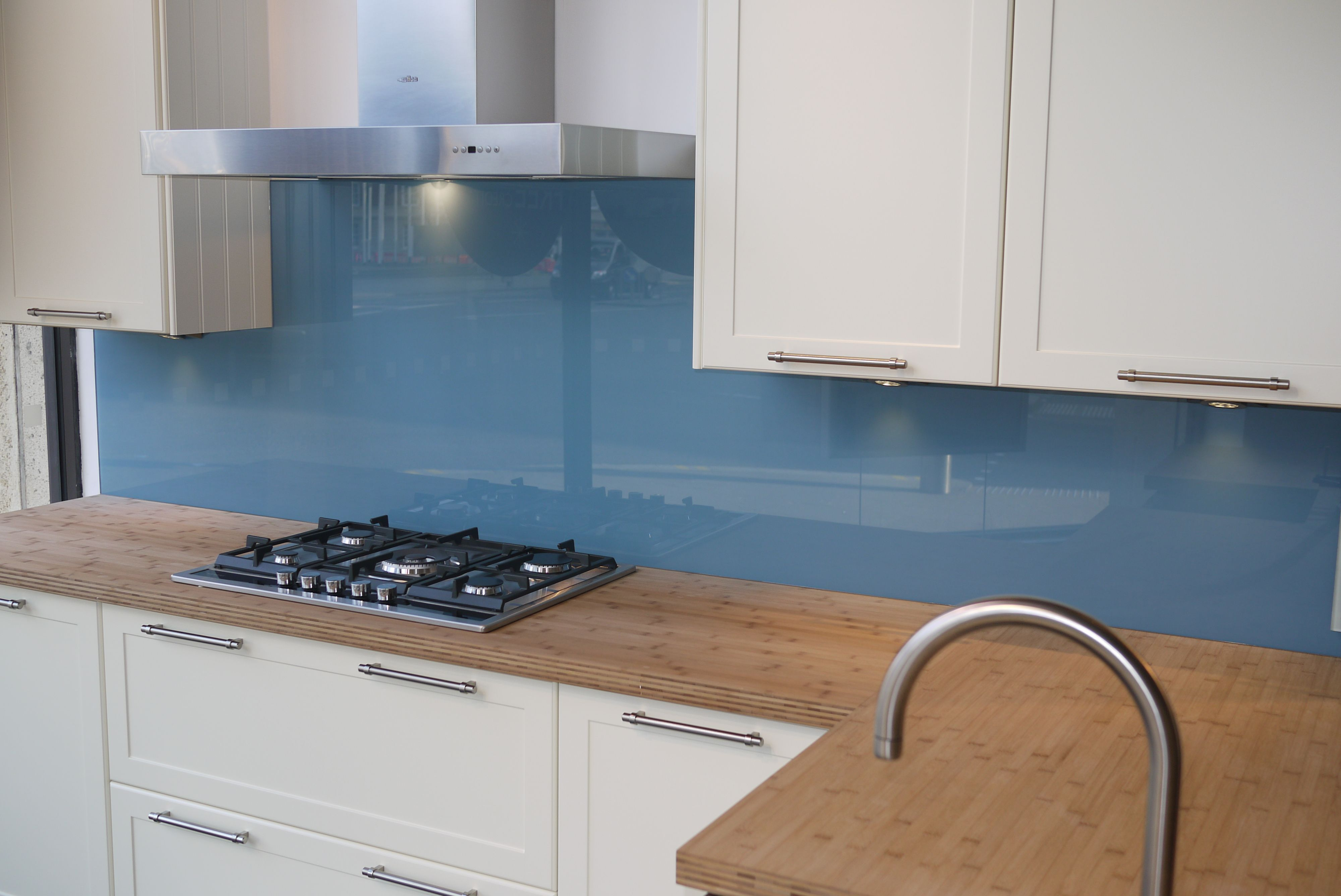 Küche Blau Holz Pale Blue Glass Splashback Set Against A Natural Block