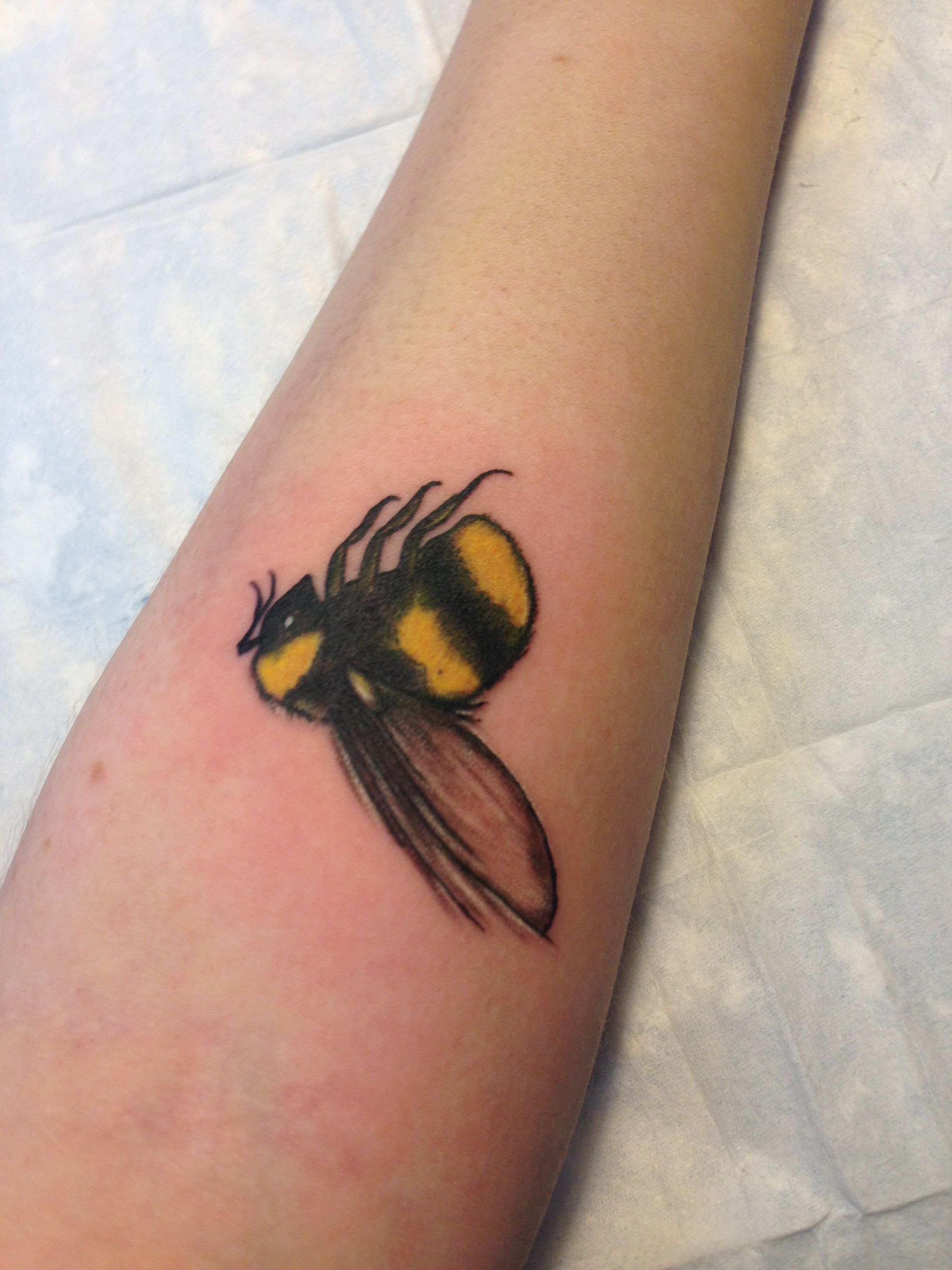 Honey Betekenis Bumble Bee Tattoo Tattoos Pinterest Bumble Bee