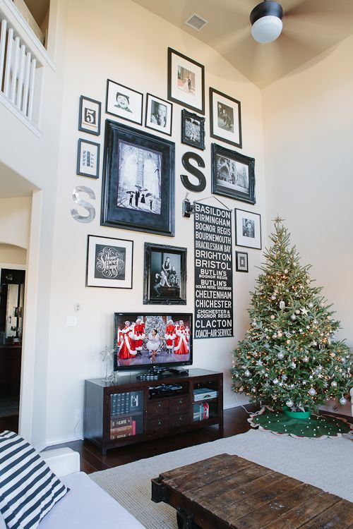 14 Ideas and Solutions for a Gallery Wall Behind the TV Walls - how to decorate a long wall in living room