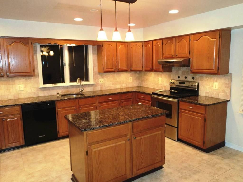 Dark Countertops With Dark Cabinets Oak Cabinets With Dark Brown Countertop Google Search