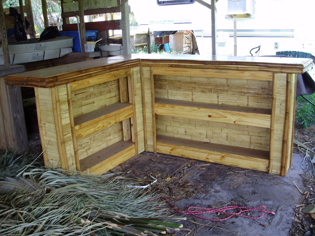 How to build an outdoor bar shaped small flattened bamboo board tiki