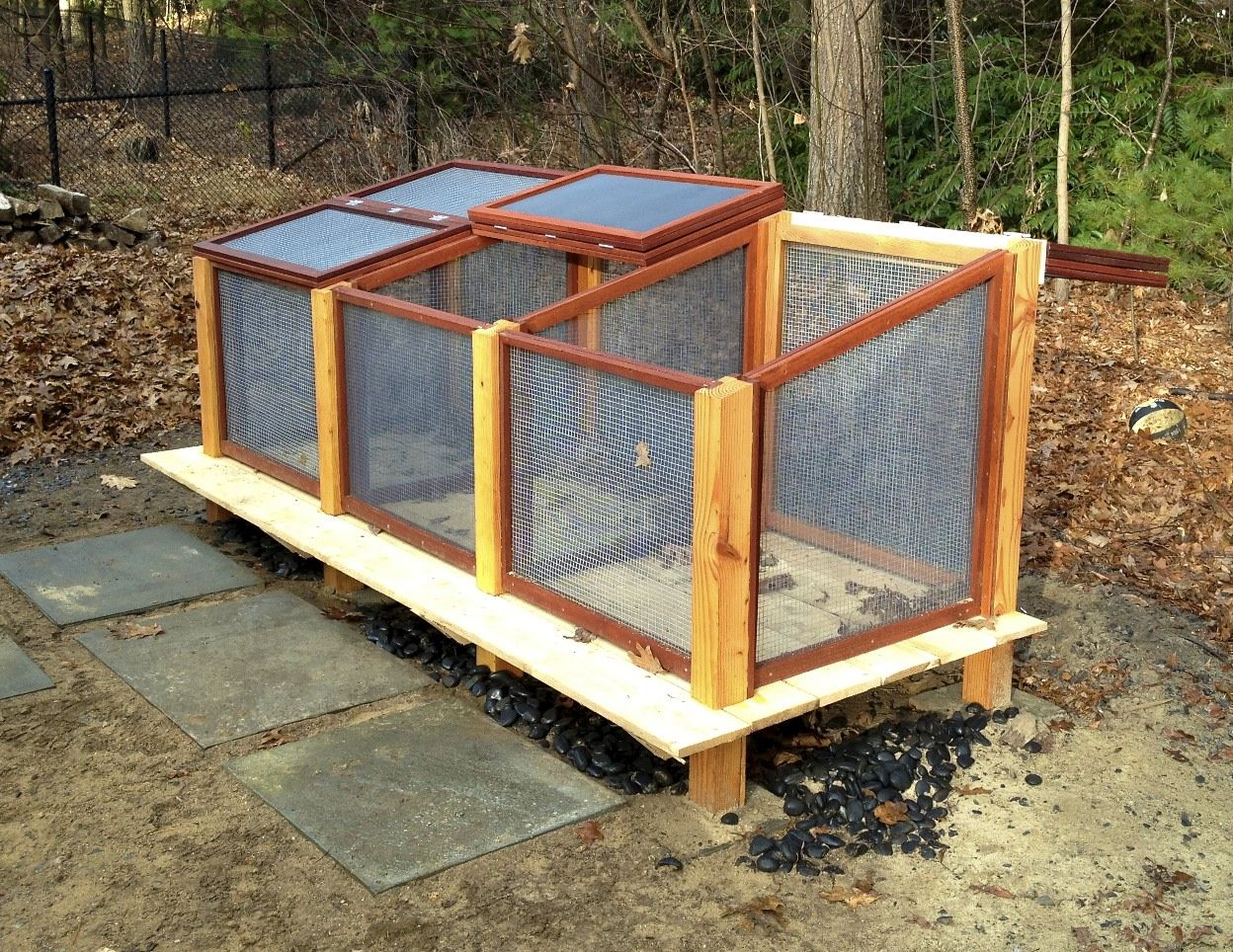 Diy Compost Bin Plans Compost Bin With Removable Mesh Screens In Front Slightly