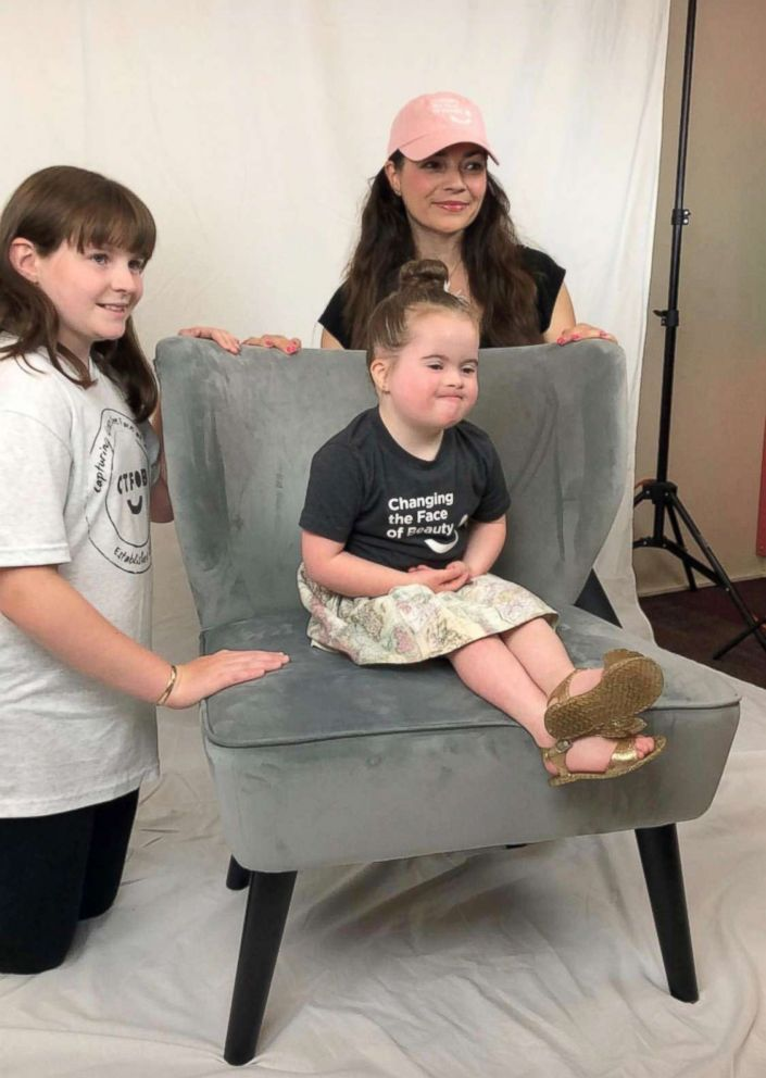 These moms organize pop-up photo shoots for kids with disabilities