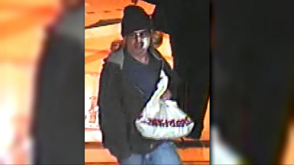 Gunman on the run after robbing Las Vegas casino poker room - ABC News
