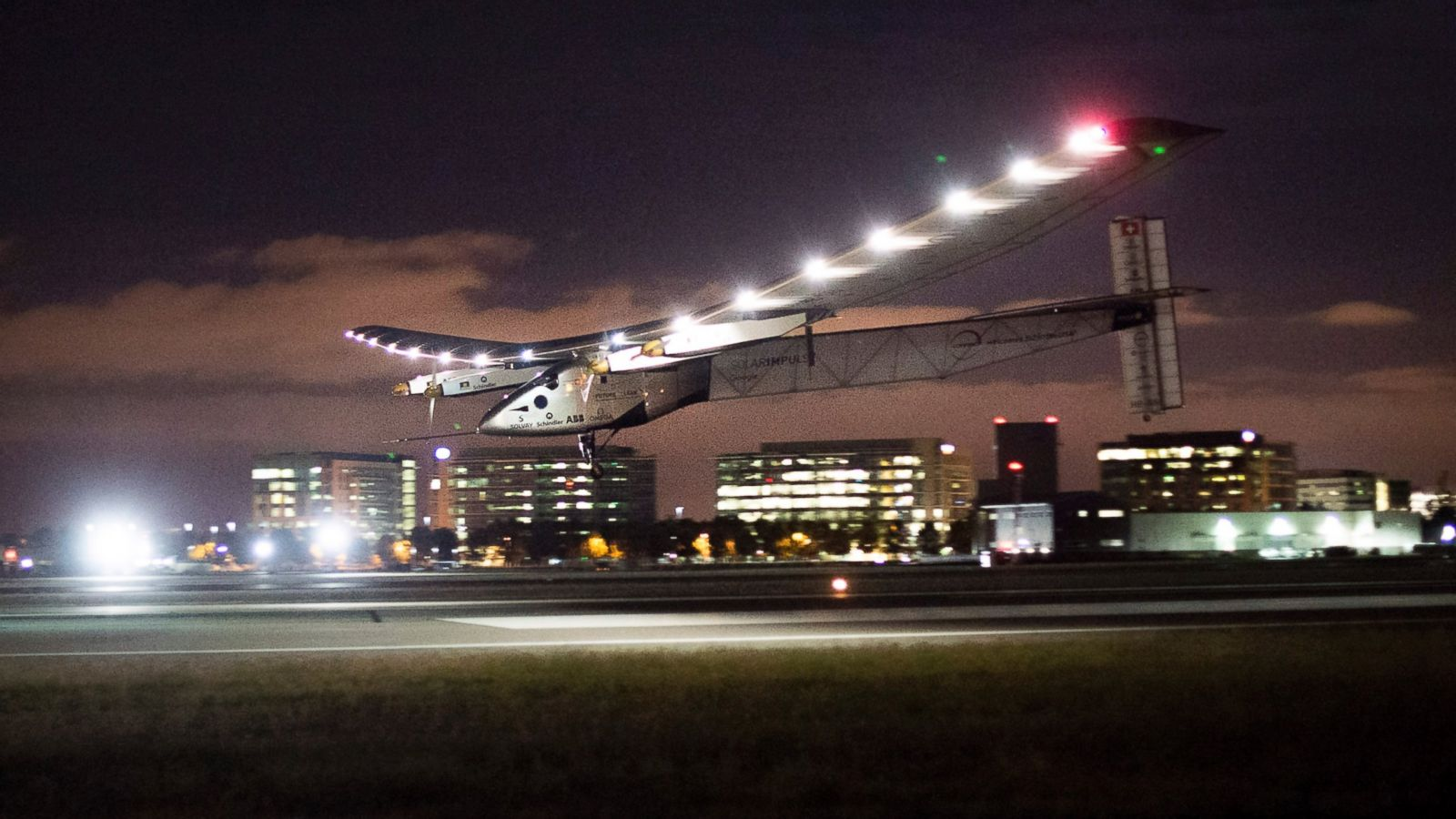 Solarplane Pool Willhaben Solar Powered Plane Successfully Crosses Pacific Ocean Lands In