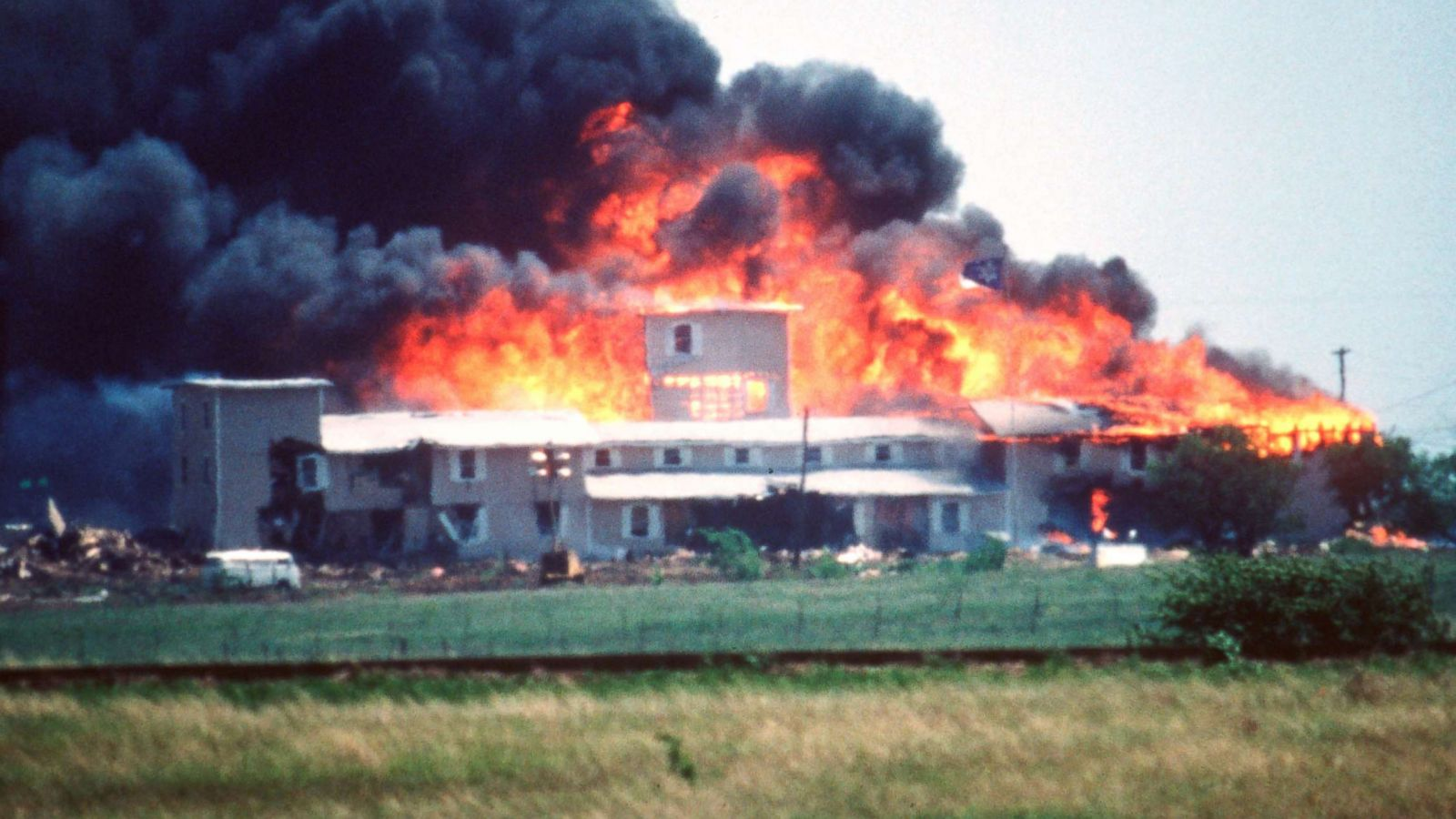 Combine Lit Bureau Junior Survivors Of 1993 Waco Siege Describe What Happened In Fire That