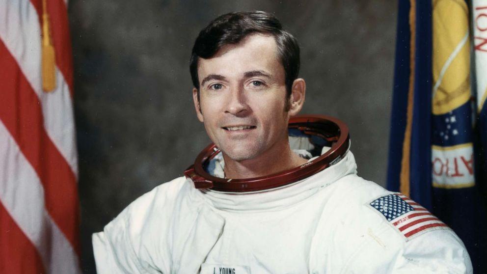 John Young, an \u0027astronauts\u0027 astronaut\u0027 who flew to the moon twice