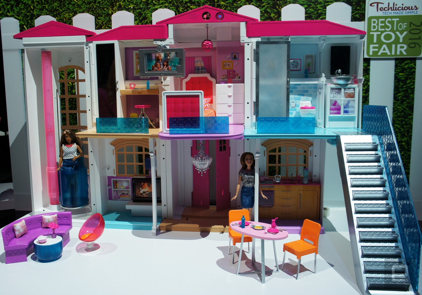 Barbie House Design Barbie 39s Smart Home Is A Party House