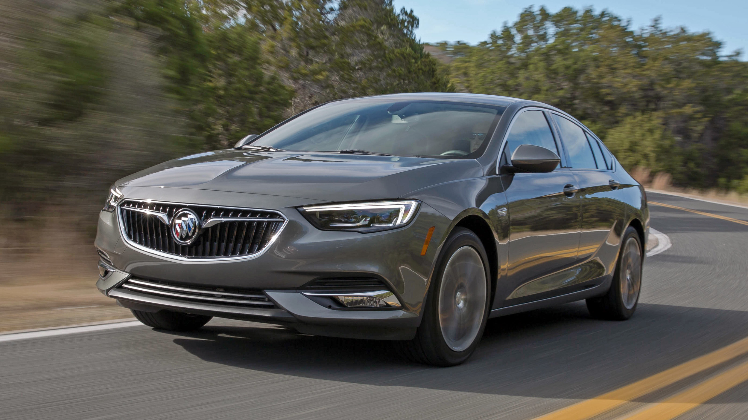 Regal Led Tv 32 Inch 2018 Buick Regal Sportback First Drive Review Autoblog