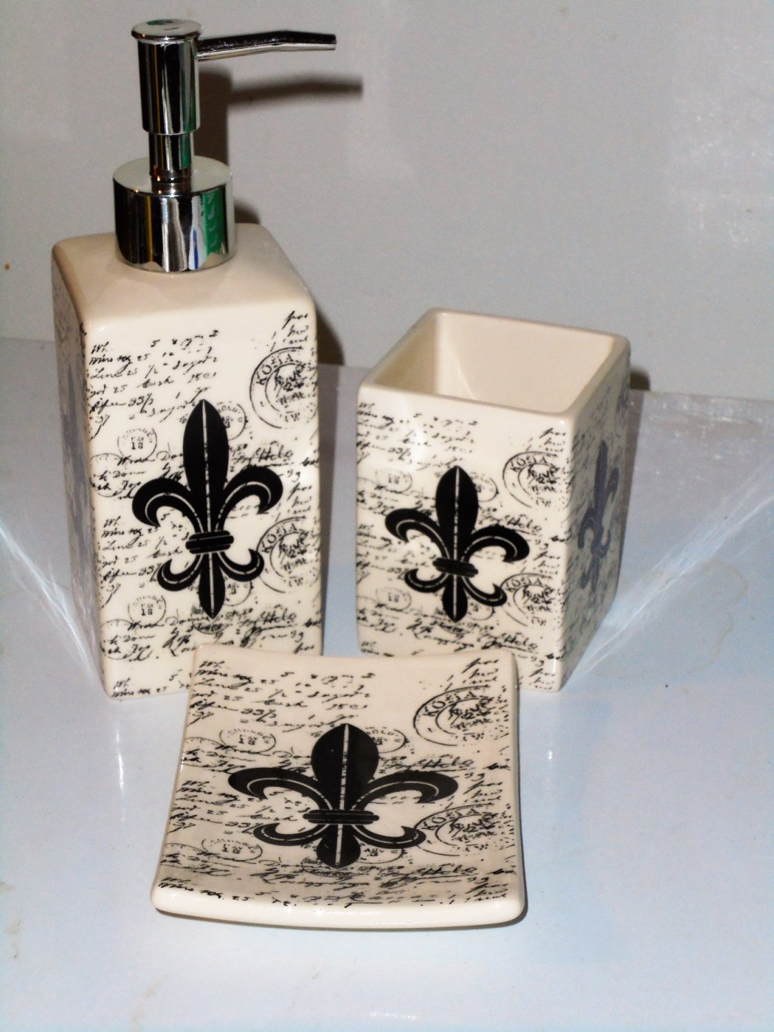 Fleur Di Lis Bathroom French Fleur De Lis Bath Accessories Set Ceramic