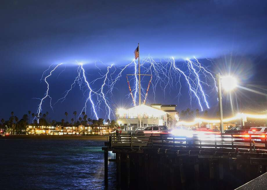 Rare 5-minute burst of 1,200 lightning strikes over California