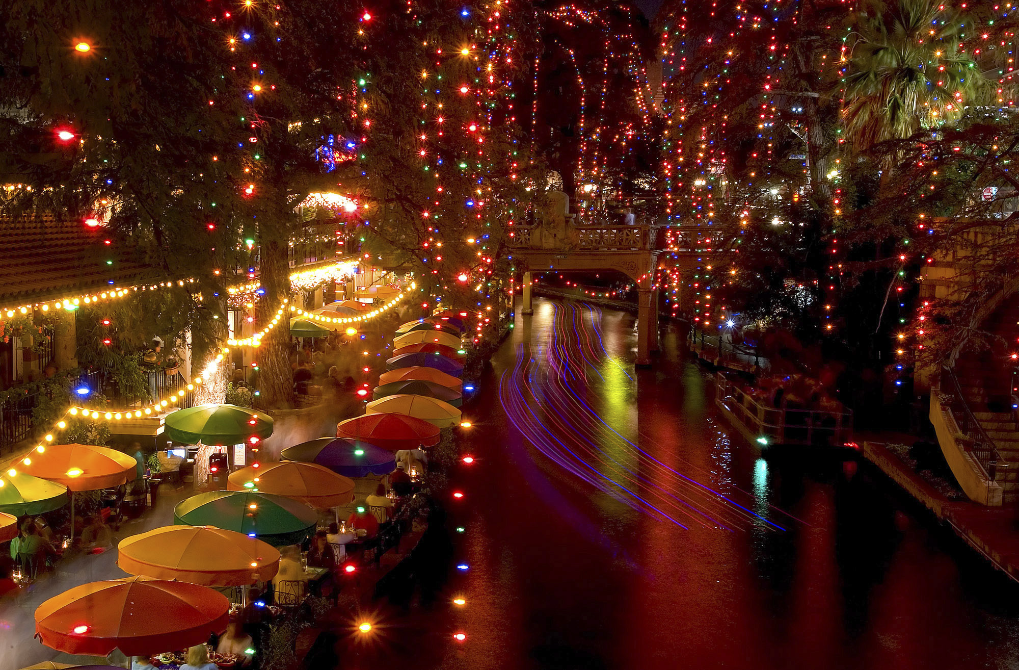 Best Place For Christmas Decorations 19 Of The Best Places To See Holiday Lights In San Antonio