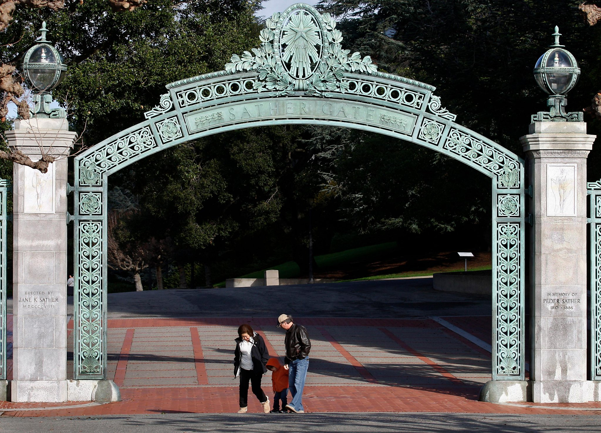 East Garage Uno Uc Berkeley Greek Groups Halt Parties After Sex Assaults Reported